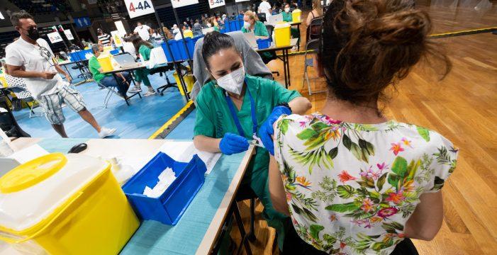 Canarias es la comunidad con menos vacunados contra la COVID con pauta completa