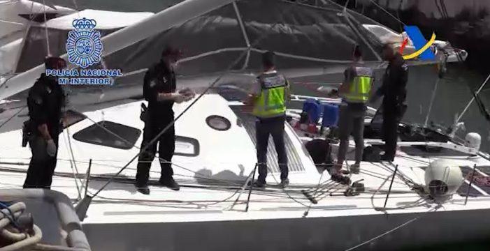 Rompen las paredes de un velero cerca de Canarias y encuentran más de una tonelada de cocaína
