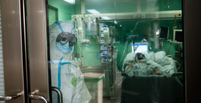 """Un enfermero canario estalla: """"El hospital está ocupado por negacionistas que han decidido no vacunarse"""""""