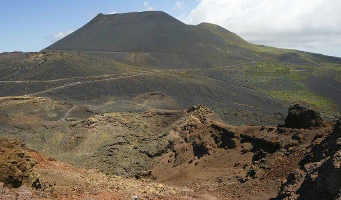 La superficie de La Palma se eleva hasta los 15 centímetros y la actividad sísmica se acelera